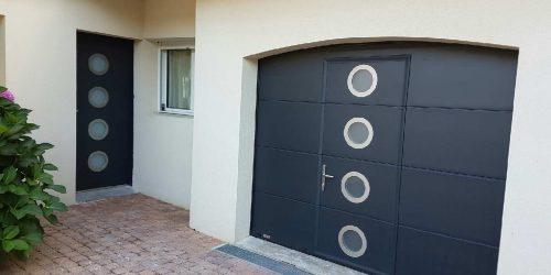 Porte_de_garage_avec_porte_d_entree
