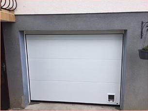 Chatiere dans porte de garage